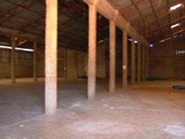 350トンの種付き綿を入れる倉庫が<br /> 3つあります<br /> これは500トンのベール用倉庫