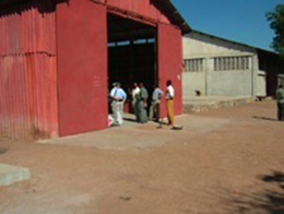 600トンの種用倉庫