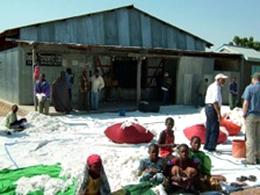 ンゴボコ村の集荷場です<br /> 中は倉庫になっています