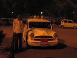 インド国産の高級車アンバサダー。カッコいい