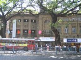 ムンバイの中心街は思いのほか歴史を感じさせる<br /> 落ち着いた街並みだった