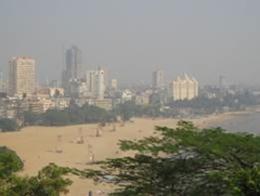 ムンバイ市街を望む。スモッグがひどい