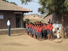 子供たちが歓迎の歌を歌ってくれました。