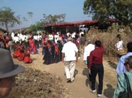 Bhaklay村での交流会会場へ移動。