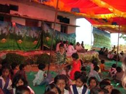 bioReに感謝の歌を歌うBhaklay村の農家の人々。